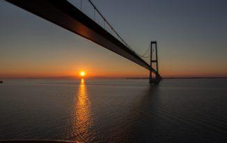 Öresundbrücke bei Sonnenaufgang © irphotographie // Fotlia.de