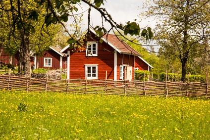 Bunte Holzhäuser und urige Bauernhöfe in Schweden. Bildquelle: bigganvi38 // Fotolia.de