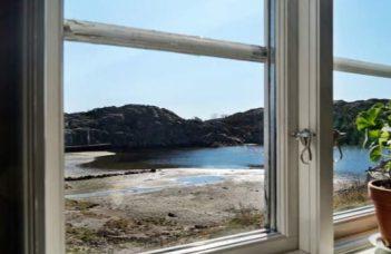 Schwedisches Ferienhaus an der Küste mit Meerblick