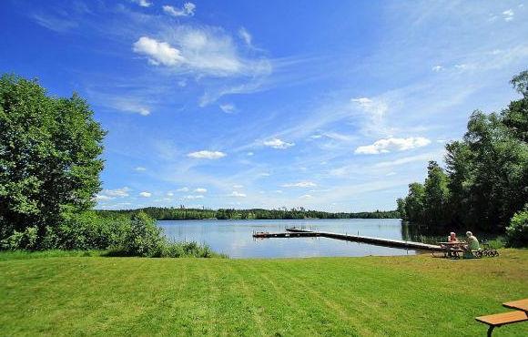 Ferienhaus in Schweden direkt am See mit einem Stieg