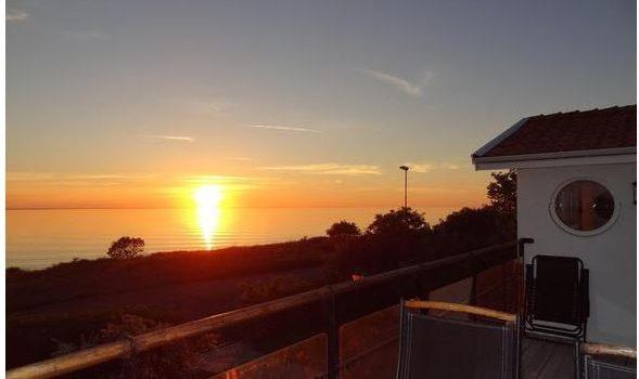 Ferienhaus Schweden Privat - Freistehende Strandvilla mit großem Balkon direkt am Meer für 8 Personen