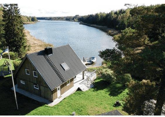 Ferienhaus in Nordschweden Lingarö, Ostküste Schweden für 6 Personen direkt am See ohne Nachbarn mit eigenem Boot