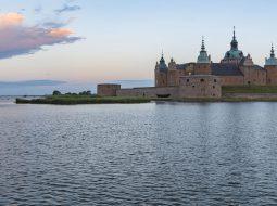 Kalmar Schloss bei Sonnenaufgang in der Region Smaland von Schweden.