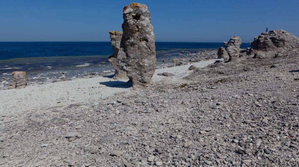 Ein Rauk ist ein Monolith aus Kalkstein, der durch natürliche Erosion während der letzten Eiszeit entstanden ist. // Bidquelle: Tuukka Ervasti/imagebank.sweden.se